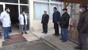 Artvinde aşılamanın başladığını duyan 65 yaş üstü vatandaşlar sağlık ocağına koştu