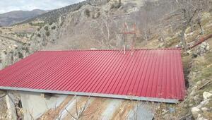 Evin yanan çatısını Dulkadiroğlu Belediyesi yaptırdı