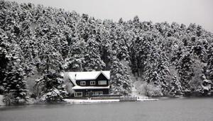Gölcük Tabiat Parkında kar manzarası hayran bıraktı