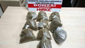 Uyuşturucu bulunan otomobildeki 3 kişi gözaltında