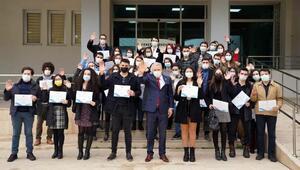 Rektör Budaktan genç araştırmacılara başarı belgesi