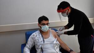 İslahiyede sağlık çalışanları aşılanıyor