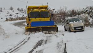 Elazığda 34 köy yolu, kar nedeniyle ulaşıma kapandı