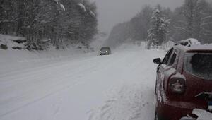 Domaniçte kar yağışı ulaşımı aksattı