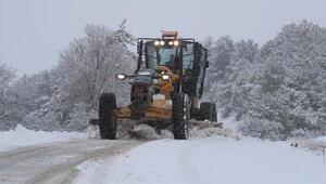 Pamukkalede karla kapanan mahallelerin yolları açılıyor