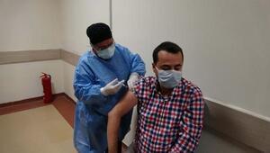Erdemli'de sağlık çalışanları aşılanıyor