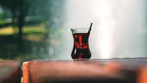 Çay tiryakileri dikkat Şekerli çay birçok hastalığa davetiye çıkarıyor