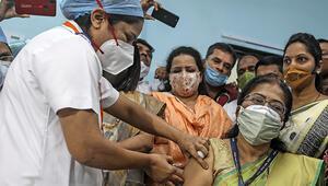 Hindistan'da Kovid-19'a karşı aşılama işlemi başladı