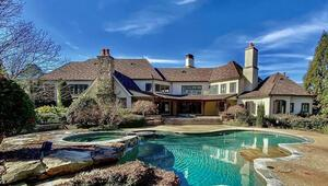 Hollywoodun en zengin aktörü Dwayne Johnson havuzlu çiftlik evini zararına satıyor