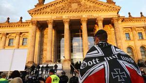 Reichstag'a girmeye çalışan göstericiler hakkında soruşturma