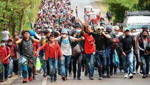 ABDye gitmek için yola çıkan Honduraslı göçmenler Meksikaya doğru ilerliyor