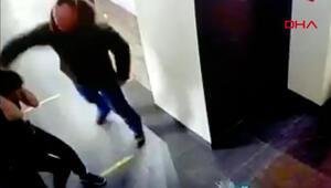 Dehşeti yaşattı Kendisine içki satmayan kafedeki garson kadını dövdü