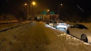 Düzcede, TEM yolu İstanbul yönü ulaşıma kapandı