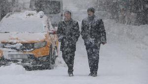 Yüksekovada 57 köy ve 77 mezranın yolu kardan kapandı