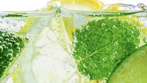 Tansiyonu düşürüyor, vücudu iltihaplanmalara karşı koruyor... Peki limonlu su zayıflamada etkili mi