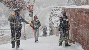 Doğuda 1344 köy yolu kardan kapandı; ekipler açmak için yoğun çalışıyor