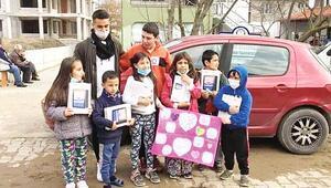 İlk sözleşme parasıyla 15 öğrenciye tablet aldı