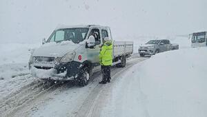 Zonguldakta kar yağışı ulaşımı durdurdu