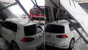 Acil serviste korku dolu anlar Girişi çöktü, bir araç cam tavanın altında kaldı