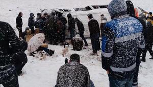 Feci kaza Kar yağışı sonucu devrildi... 22 yaralı