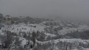 Şırnakta 19 köy ve 6 mezra yolu, kardan kapandı