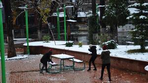 İslahiye, kar yağışıyla beyaza büründü