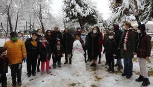 Gaziantep Büyükşehir Belediye Başkanı Şahin çocuklarla kar topu oynadı