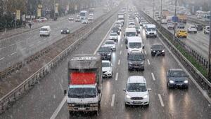 İstanbulda Anadolu Yakasında kar yağışı etkili oluyor