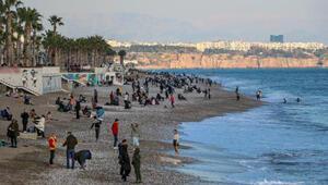Son Dakika: Ocak ayında Antalyada deniz ve güneş keyfi