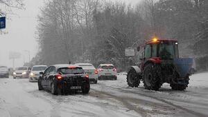 Son Dakika: Şile'de sürücülerin zor anları... Kar aniden bastırdı