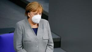Son dakika: Merkel duyurdu... Almanyada kısıtlamalar uzatıldı