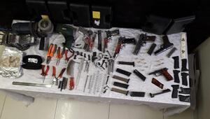 Kurusıkı tabancadan silah yapan 2 kişiye gözaltı