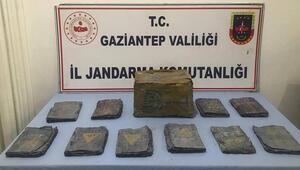 Son Dakika: Gaziantepte tarihi eser operasyonu Altın yazmalı Tevratlar ele geçirildi