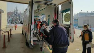 Buzlanan yolda devrilen bisikletin sürücüsü, yaralandı