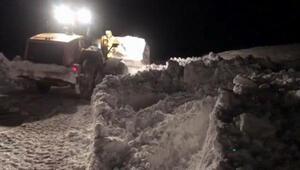 Karla mücadele ekipleri, gece gündüz görev başında