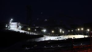 Palandökene gelen turistlerden gece kayağına yoğun ilgi