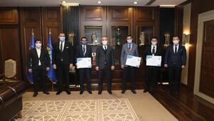 Bursa Büyükşehir Belediye Başkanı Aktaştan şehre değer katan personele ödül