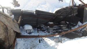 Zonguldakta kar nedeniyle 2 iş yerinin çatısı çöktü