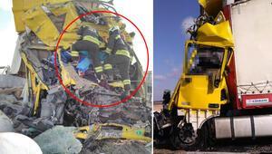 Konyada korkunç kaza TIR hurdaya döndü, sürücü öldü