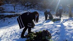 Alaşehirde pazardan toplanan gıda maddesi atıkları yaban hayvanlarına yem oldu