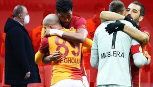 Galatasaray-Denizlispor maçına damga vuran olay Fernando Muslera ve Feghouli...