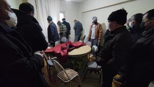 Kahveye dönüştürülen eve kumar baskını 18 kişiye 37 bin TL ceza