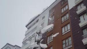 Yağışın durduğu Bitlis'te, çatılardaki karlar için uyarı