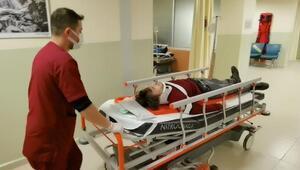 Otomobilin çarptığı genç yaralandı