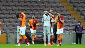 Galatasaray-Denizlispor maçı öncesi duygusal anlar O bandı Arda Turan taktı