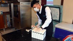 Uğur Şahin ve Özlem Türecinin geliştirdiği koronavirüs aşısı Maraş dondurması buzuyla taşınıyor