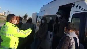 Son Dakika: Adanada 18 kişilik midibüsten 34 yolcu indi