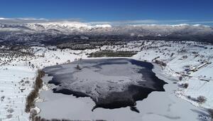 Bursadaki Gököz Gölü buz tuttu... Ortaya harika manzaralar çıktı
