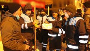 Ercişte temizlik görevlisine pastalı doğum günü sürprizi