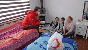 Muğlada 4 çocuğuyla güç şartlarda yaşayan İngiliz kadın ve 4 çocuğuna Kızılaydan yardım eli